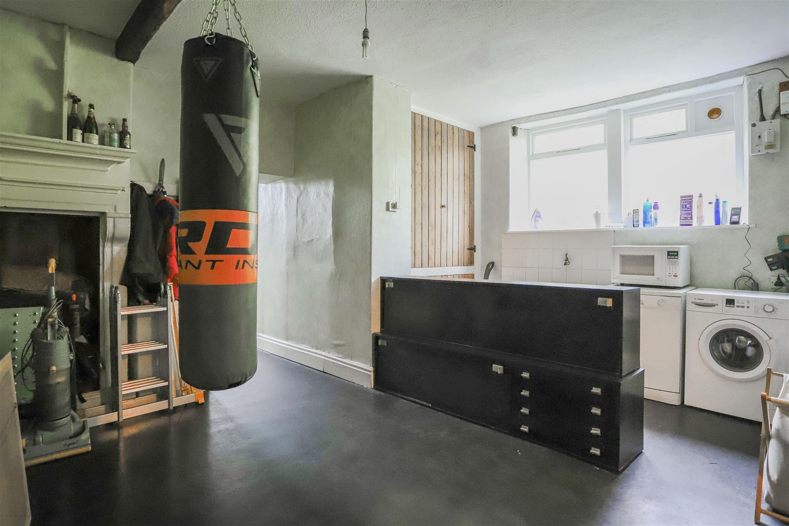 6 Bedroom Detached House For Sale - 41.JPG